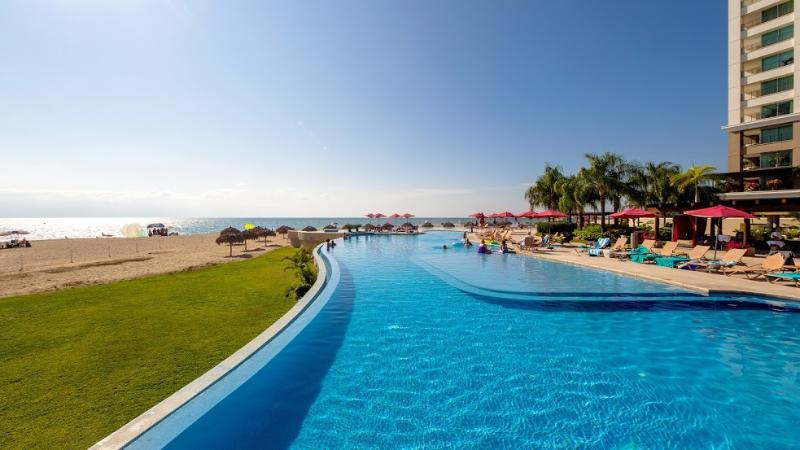 STYLISH & BEAUTIFUL CONDO IN HOTEL ZONE IN PVR - Image 1 - Puerto Vallarta - rentals