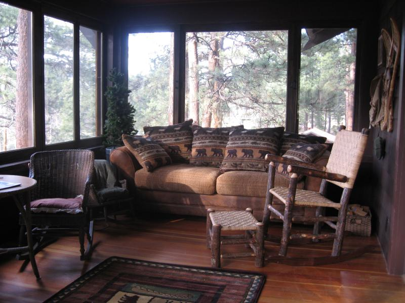 Elevated sunroom - PRIVATE, HOT TUB, WALK TO TOWN, RIVER/MTN VIEWS - Estes Park - rentals