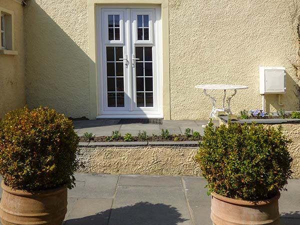 SEAVIEW HOUSE, ground floor apartment, woodburner, private courtyard, WiFi, in Southerndown, Ref 923491 - Image 1 - Southerndown - rentals