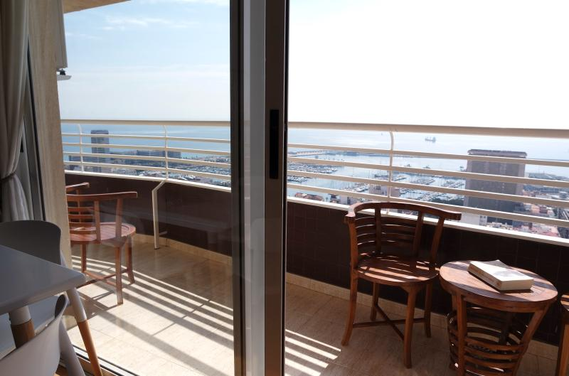 Luxury One-Bedroom Apartment with Sea View - Image 1 - Alicante - rentals