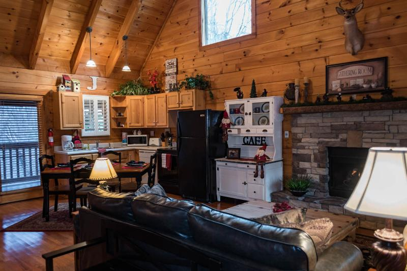 Secluded Romantic Log Cabin 2Miles To Pigeon Forge - Image 1 - Pigeon Forge - rentals