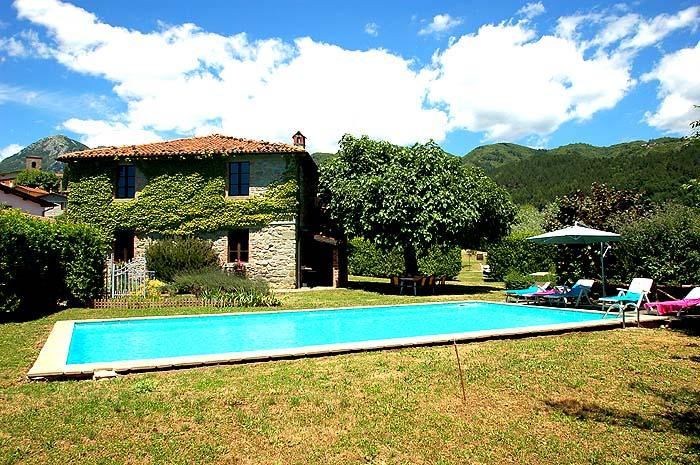 House with private pool/garden 500m from village - Image 1 - Villa Collemandina - rentals