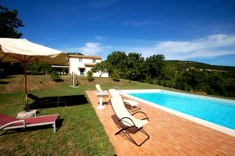 Detached house with private pool 2kms from village - Image 1 - Melezzole - rentals