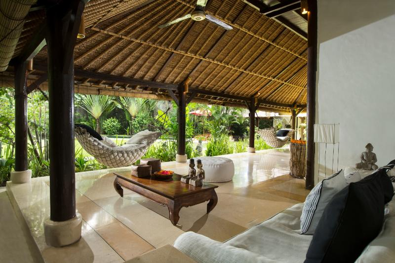 Living room with all comfort - Villa Kelapa - 3 private Balinese villas in garden - Seminyak - rentals