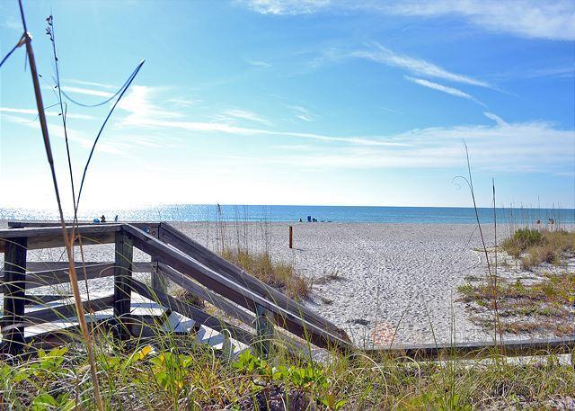 Beach Cottage Vacation Rental on Anna Maria Island walking distance to beach - Image 1 - Holmes Beach - rentals