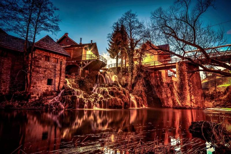 Rastoke Waterfalls by night, with Caffe bar above, only 10 minutes walk away from apartment - Romantic Apt. near Plitvice & Rastoke Waterfalls - Plitvice Lakes National Park - rentals