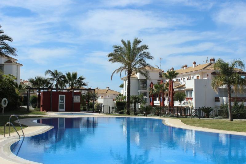 1848 - 1 bed penthouse, Islas de Riviera (del Sol) - Image 1 - Sitio de Calahonda - rentals