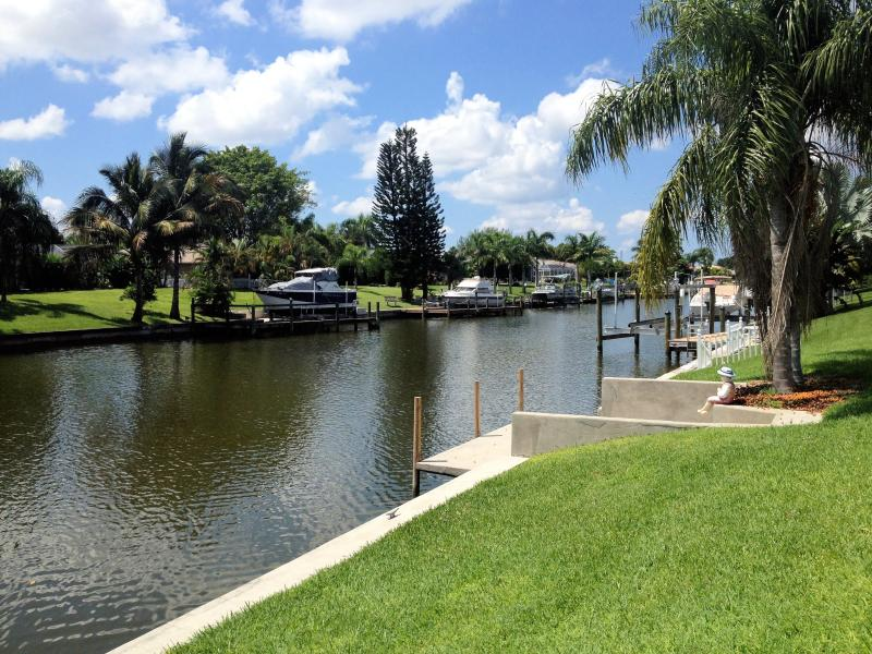 GULF ACCESS CANAL FOR YOUR BOATING PLEASURE - Vacation Savings - Cape Coral - rentals