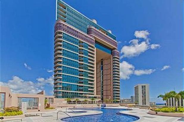 Nice Condo in Waikiki Iconic Building near Beach! - Image 1 - Honolulu - rentals