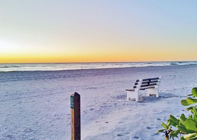 Holmes Beach on Anna Maria Island Vacation Rental Cottage Steps to the Beach - Image 1 - Holmes Beach - rentals