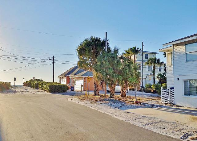 Anna Maria Island Beachside Vacation Rental Located Steps to Holmes Beach - Image 1 - Holmes Beach - rentals