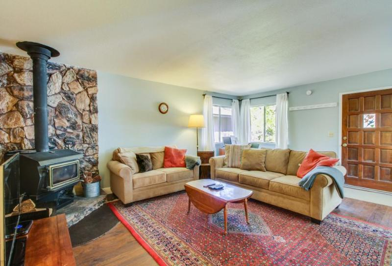 Quiet family home, close to the beach, skiing, and casinos! - Image 1 - South Lake Tahoe - rentals