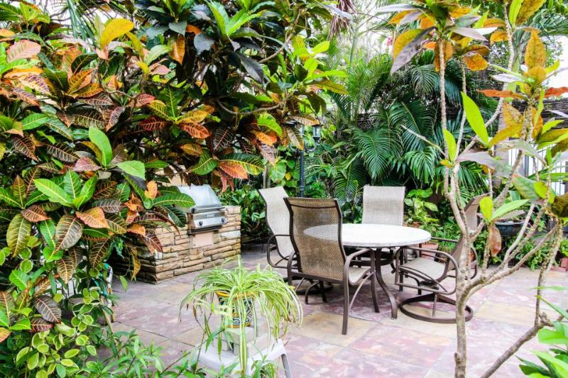 Studio w/ shared garden oasis, just a half-block from Hollywood Beach! - Image 1 - Hollywood - rentals