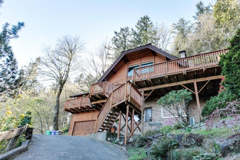 Mt. Tabor retreat w/ hot tub & gorgeous views of Mt. Hood! - Image 1 - Portland - rentals