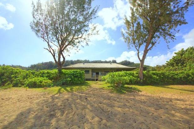 Paradise House - w/ AC, beachfront, w/ lanai - Image 1 - Haleiwa - rentals