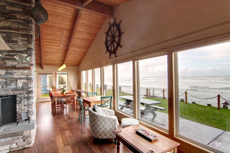Beachcomber - Image 1 - Arch Cape - rentals