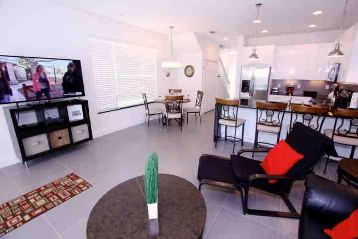 Large open living area with a flat screen tv - 17504 Dream - Clermont - rentals