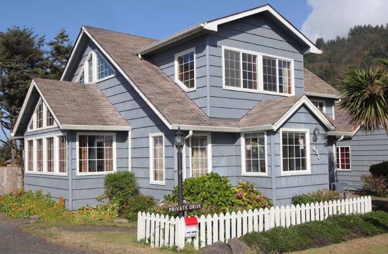Rock Park Beach House! - Image 1 - Yachats - rentals