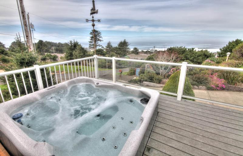 Sea Star Cottage with Hot Tub and Ocean View! - Image 1 - Yachats - rentals