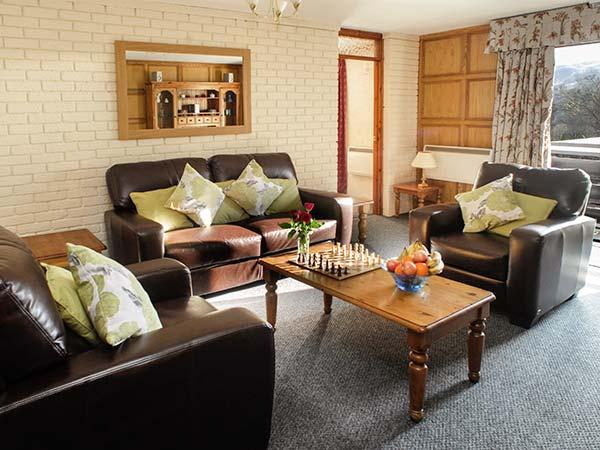 BRECON COTTAGES - MONTGOMERYSHIRE, first floor cottage, en-suite access, sauna, shared pool and games room, parking, near Pen-y-Cae, Ref. 925418 - Image 1 - Pen-y-cae - rentals