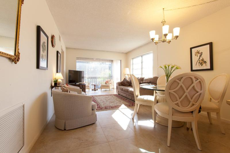 Living Room - Next to Downtown and the Beach - Naples - rentals