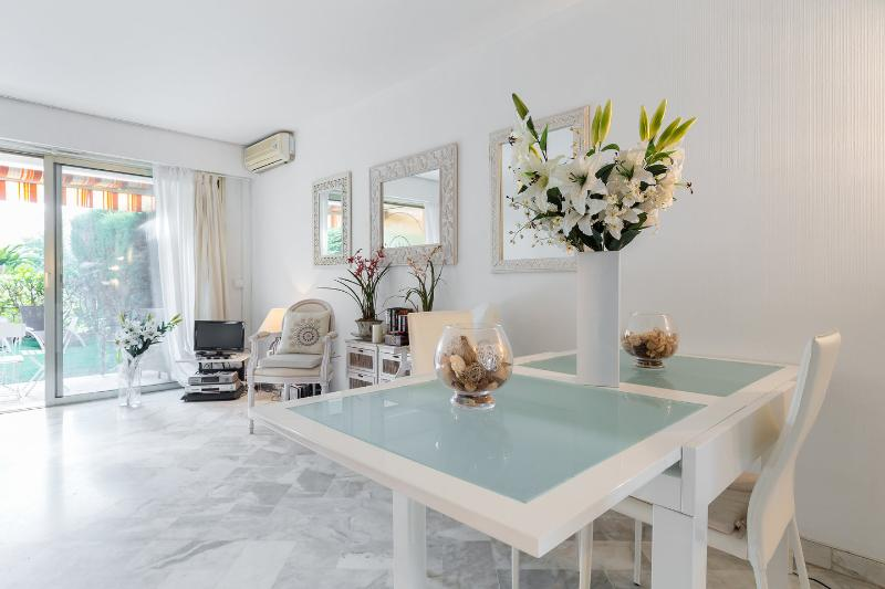 Dining Room - Cannes centre - Luxury 1 bedroom with swimming pool - Cannes - rentals