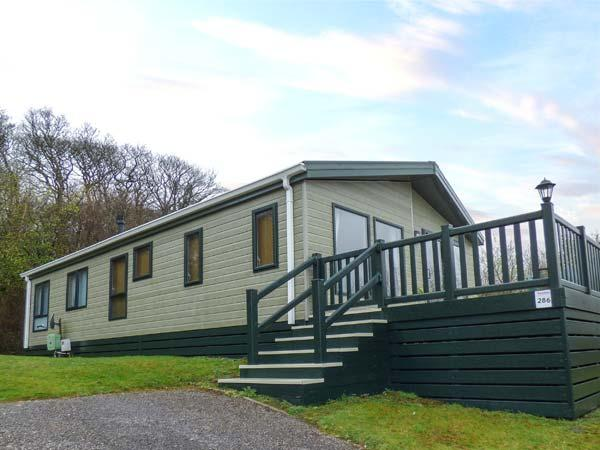 LAKE VIEW LODGE luxurious single-storey lodge, en-suite, fishing, WiFi on White Acres Holiday Park, Newquay Ref 935558 - Image 1 - Newquay - rentals