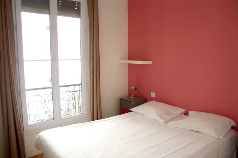 Bedroom full size bed - parisbeapartofit - Latin Quarter Polytech (434) - Paris - rentals