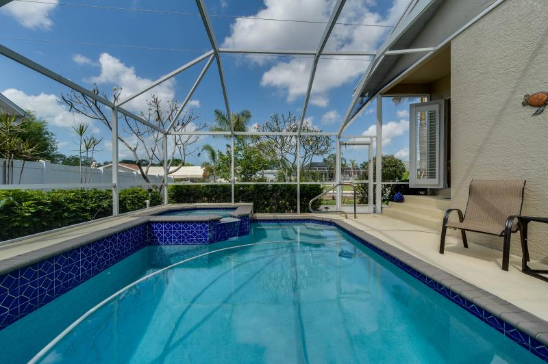 just bring your bathing suit and jump in! - WINTER DATES STILL AVAILABLE * PRIVATE POOL/SPA - Bonita Springs - rentals