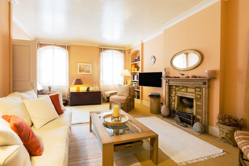 A sunny one bedroom apartment in exclusive South Kensington - Image 1 - London - rentals