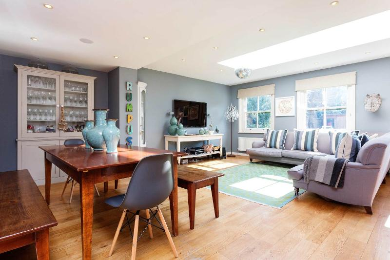 An elegant and beautifully designed family home in Wandsworth - Image 1 - London - rentals