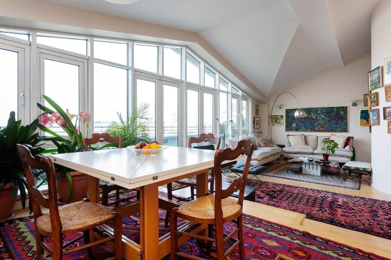 A bright split-level apartment with amazing views of the River Thames - Image 1 - England - rentals