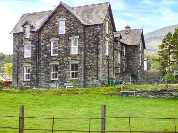 SHEPHERDS VILLA, family friendly, character holiday cottage, with a garden in - Image 1 - Coniston - rentals