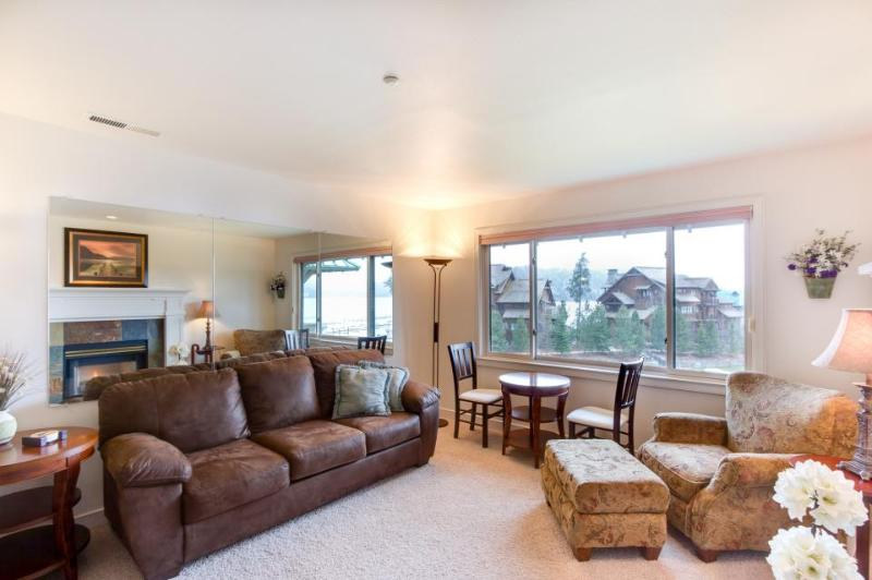 Cozy lakefront condo w/marina, beach volleyball courts, & a shared pool - Image 1 - Harrison - rentals
