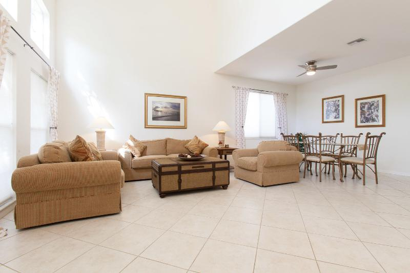 Living Room - 2 storey Naples home with screened pool, sleeps 10 - Naples - rentals