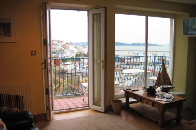 Harbour Breeze located in Brixham, Devon - Image 1 - Brixham - rentals