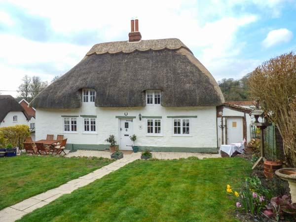 BOX HEDGE COTTAGE, Grade II listed thatched cottage, enclosed garden, Marlborough, Ref 923480 - Image 1 - Marlborough - rentals