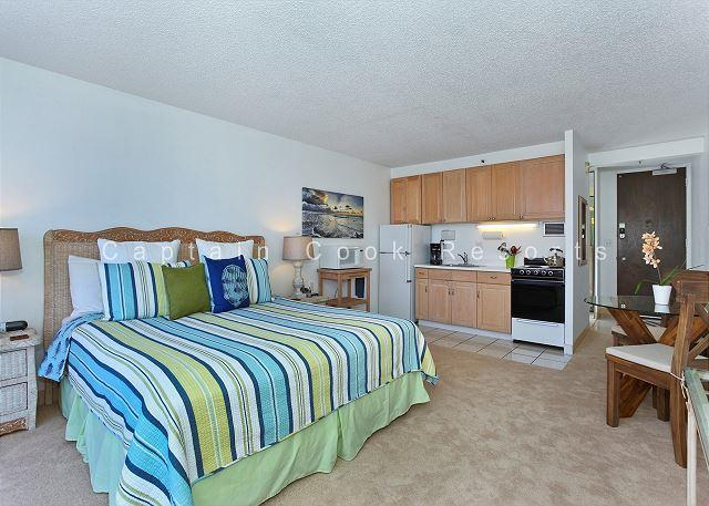 Heart of Waikiki studio on 20th floor - ocean views, WiFi, parking, sleeps 2. - Image 1 - Waikiki - rentals