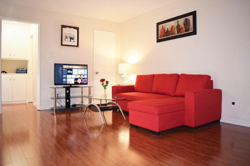 Large living room - Gorgeous 1+1 Suite Heart Of Hollywood+parking+wifi - Los Angeles - rentals