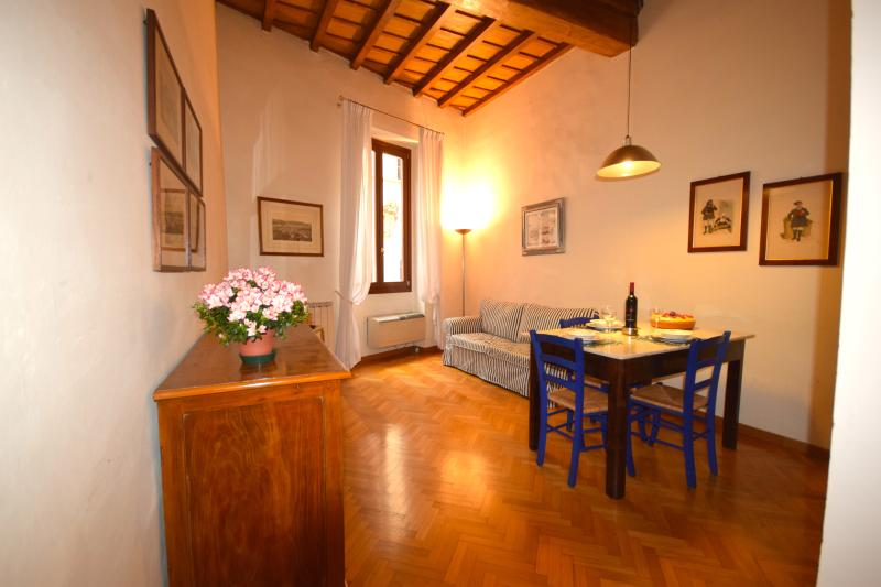 VIGNA, an elegant apartment near Dome - Image 1 - Florence - rentals