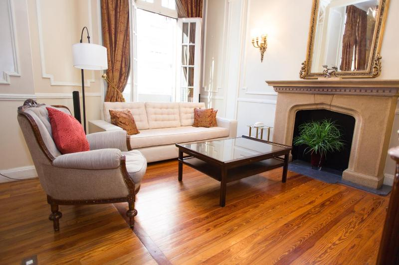 Classic 2 Bedroom Apartment in Recoleta - Image 1 - Buenos Aires - rentals