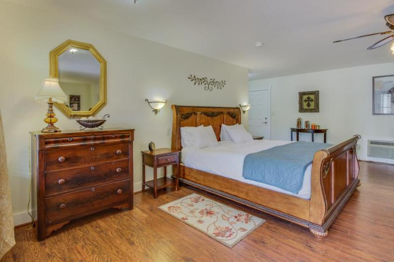 Victorian suite with old-world class & a shared pool and hot tub! - Image 1 - Fredericksburg - rentals