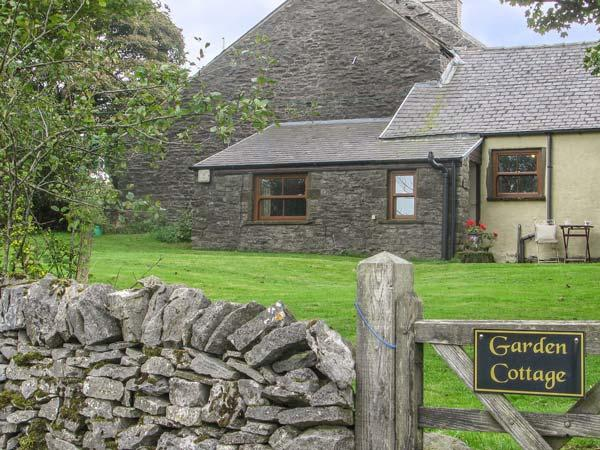 GARDEN COTTAGE, character holiday cottage, with a garden in Sparrowpit, Ref 3884 - Image 1 - Derbyshire - rentals