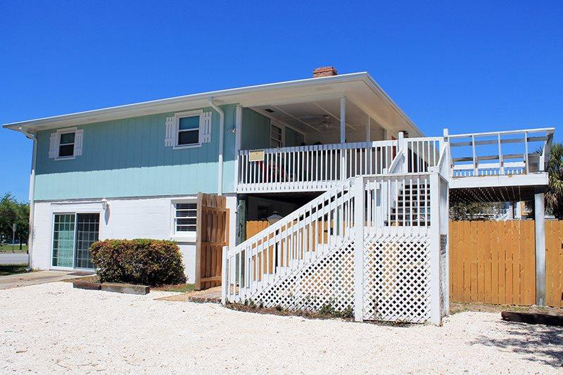 10 Center Terrace - 1 Block From The Beach - Private Swimming Pool - Image 1 - Tybee Island - rentals