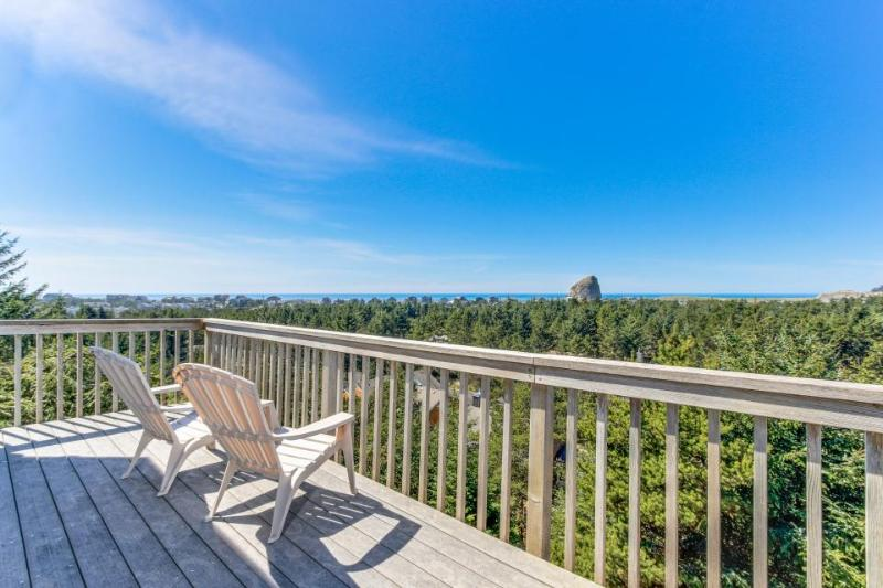 Spacious home with spectacular views of ocean & Cape Kiwanda! - Image 1 - Pacific City - rentals