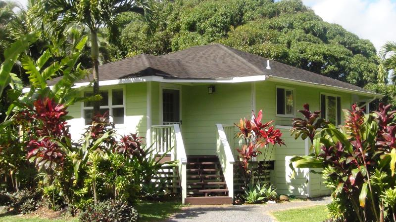 Maui Northshore vacation rental in Haiku Maui. Defining the Aloha Spirit. - Pineapple Cottage Vacation Rental Haiku Maui - Haiku - rentals