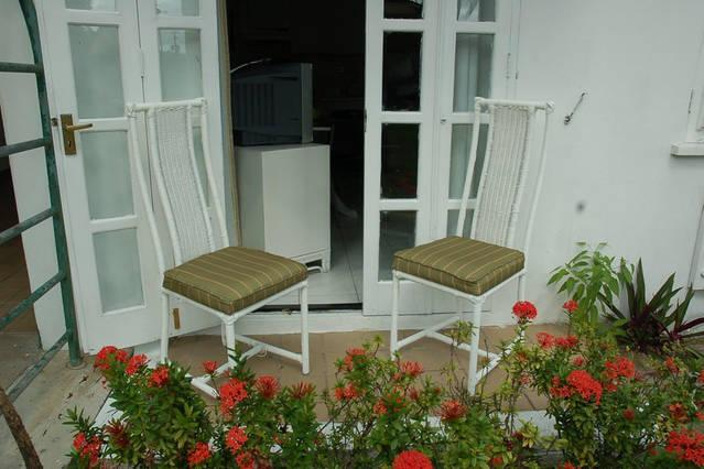 Beautiful Ground Floor Apartment Garden View 24 hours Security Wi/Fi Cable, - Image 1 - Ocho Rios - rentals