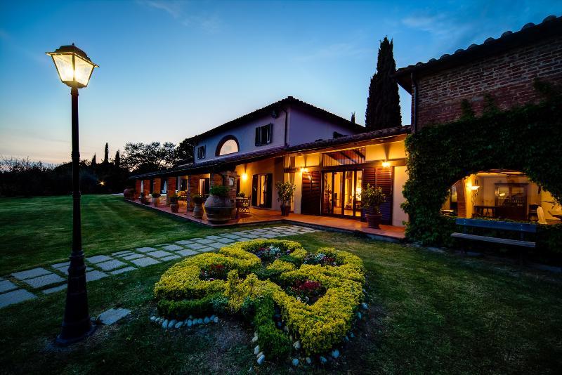 Villa I Cerri, oasis of peace and tranquillity near the banks of Lake Trasimeno. - Image 1 - Sant'Arcangelo - rentals