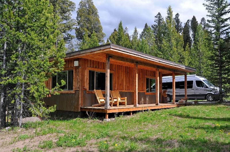 Mini-Moose Cabin - 10-minutes to Yellowstone Park! - Image 1 - West Yellowstone - rentals