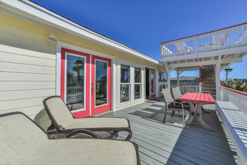 Deck off family room and kitchen - Lazy Daze Beach Side just a few steps to the surf! - Jamaica Beach - rentals